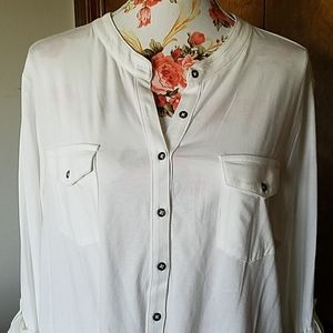 NWT 2X BUTTONED TOP BLOUSE RELATIVITY